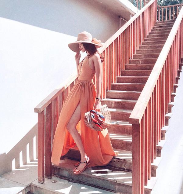 Style thời trang sang chảnh của người đẹp khiến fan trẻ yêu thích.