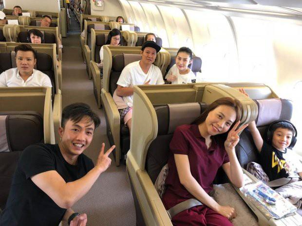 Lần đầu tiên Cường Đô la công khai ảnh chụp cùng bạn gái và con trai Subeo