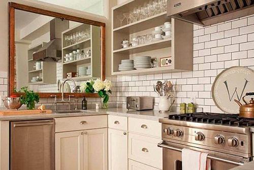 Không nên treo gương đối diện bếp nấu. (Ảnh minh họa)