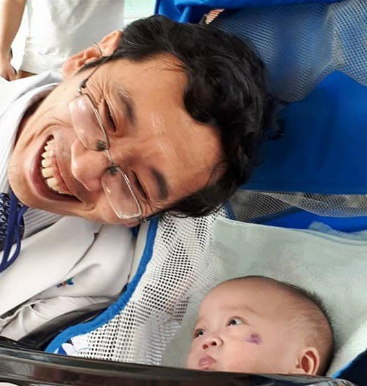 Khi nằm ở Bệnh viện Nhi đồng, bé Danh luôn được lãnh đạo và y bác sĩ quan tâm.