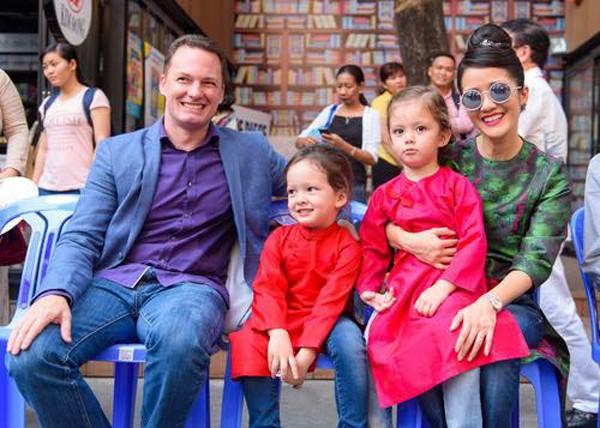 Gia đình hạnh phúc của Hồng Nhung từng được nhiều người hâm mộ.