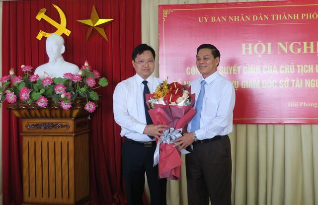 Chủ tịch thành phố Nguyễn Văn Tùng trao quyết định bổ nhiệm giám đốc Sở TNMT cho ông Trần Văn Phương