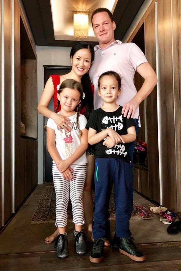 Gia đình hạnh phúc của Bống Hồng Nhung.