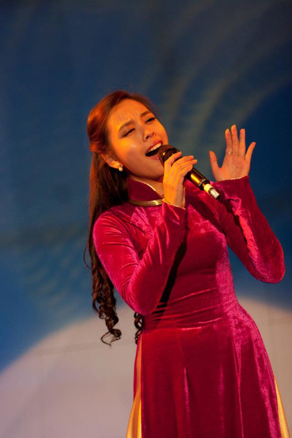 Nhờ giọng hát sâu lắng, Ngọc Mai được em gái nhạc sĩ Trịnh Công Sơn để mắt và hướng cô đến dòng nhạc của nhạc sĩ họ Trịnh.