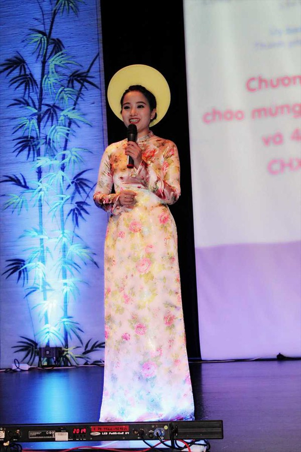 Không chỉ làm MC cho nhiều chương trình nổi tiếng về giao lưu văn hóa các nước, cô còn tham gia một vài cuộc thi sắc đẹp. Cụ thể, MC Hồng Phượng còn có mặt tại cuộc thi Duyên dáng truyền hình - sân chơi cho các nữ MC xinh đẹp, tài năng và được nhiều người gọi ví von là cuộc thi hoa khôi của làng MC Việt.
