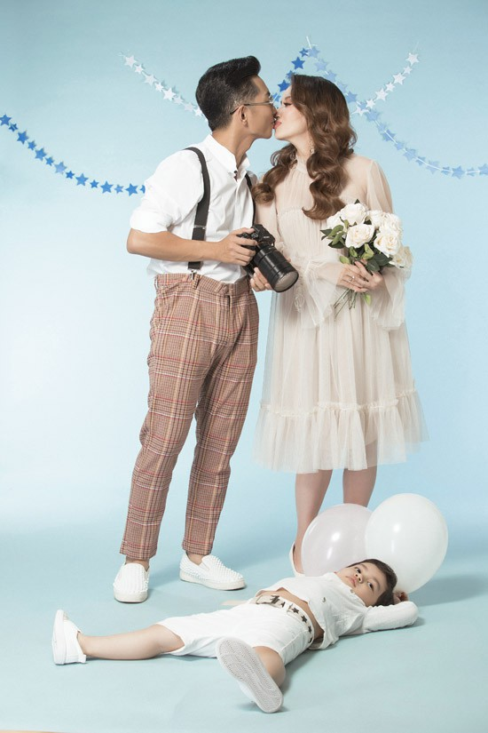 Hiện tại, cặp đôi chưa nghĩ ra tên khai sinh cho con. Khi nào em bé chào đời, họ sẽ cùng gia đình quyết định tên của con.