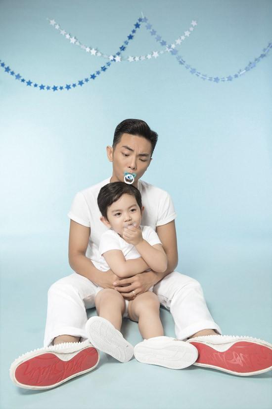 Kubi, con trai đầu lòng của cặp đôi đã 3 tuổi, rất bụ bẫm. Nhóc tỳ được xem là bản sao thu nhỏ của bố về ngoại hình.