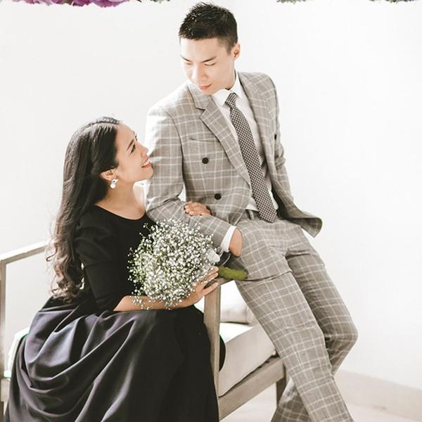 Dù chưa tổ chức đám cưới nhưng theo ca sĩ Ngọc Mai, chồng cô vẫn muốn một bộ hình kỉ niệm vì sợ lỡ may có chuyện gì.