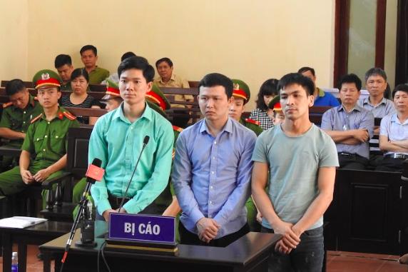 Từ trái qua: Bị cáo: Hoàng Công Lương, Trần Văn Sơn và Bùi Mạnh Quốc.