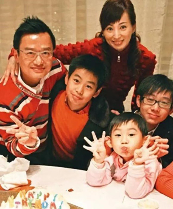 La Lâm kết hôn cùng doanh nhân Lưu Minh Khôn và sinh 3 con trai