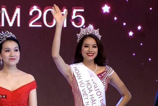 Năm 2015, Phạm Hương đăng quang Hoa hậu Hoàn vũ Việt Nam.