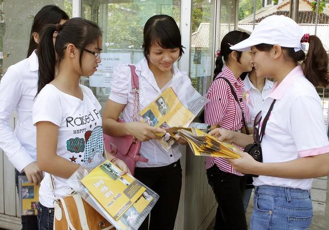 Truyền thông về sức khỏe sinh sản và nâng cao kỹ năng sống cho vị thành niên, thanh niên ở Hà Nội. Ảnh: Hạnh Mai