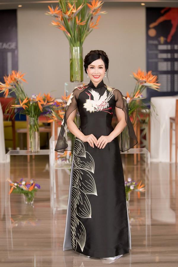 Nhan sắc rạng rỡ của người đẹp đăng quang Hoa hậu Việt Nam được tổ chức lần đầu tiên.