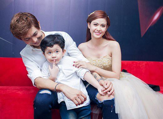 Gia đình hạnh phúc của Quỳnh Anh và Tim trong quá khứ.