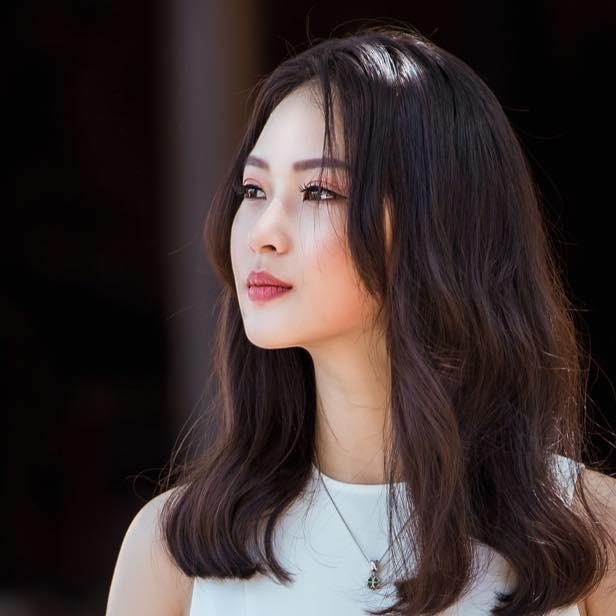 Ngoài nhan sắc rạng rỡ, điều đặc biệt ở Khánh Linh là đã đạt nhị đẳng huyền đai Taekwondo, từng 4 lần đạt Huy chương vàng bộ môn Taekwondo cấp quốc gia.