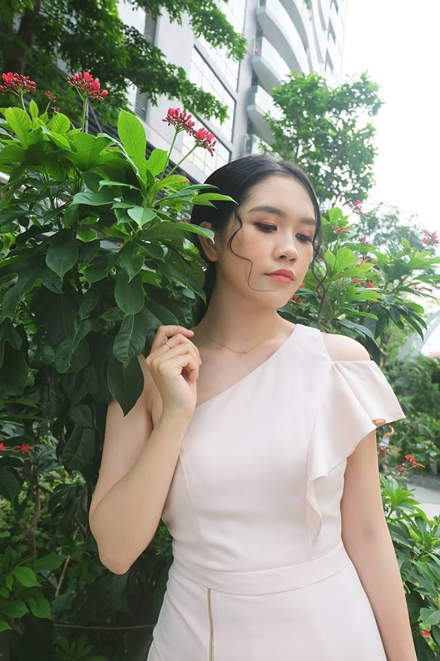 Thuỳ Dương sở hữu dung mạo xinh đẹp và thu hút. Vóc dáng của top 10 Hoa hậu Việt Nam cũng vô cùng nổi bật với chiều cao ấn tượng và thân hình mảnh mai, mềm mại.