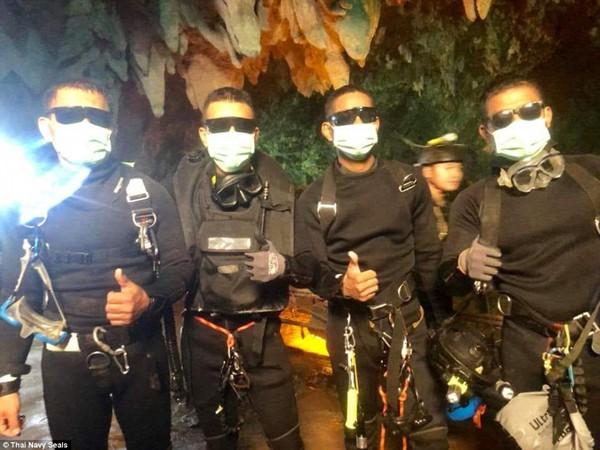 4 thợ lặn cuối cùng đã thoát khỏi hang.