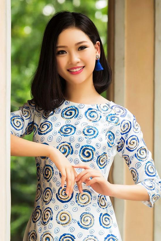 Phạm Ngọc Khánh Linh sở hữu vẻ đẹp rạng ngời trong sáng