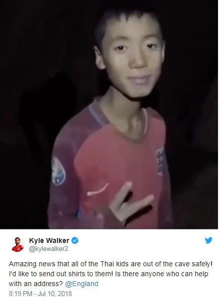 Walker muốn tặng áo đấu cho 12 cậu bé thoát khỏi hang động.