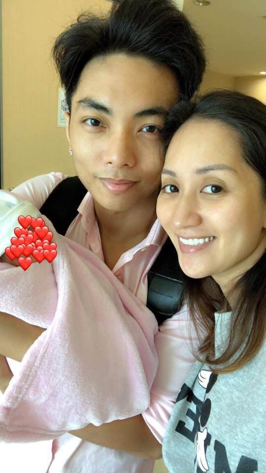 Phan Hiển luôn kề cận bên vợ ở cả hai lần sinh nở.