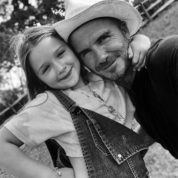 Trong khi đó, trên trang cá nhân, Becks viết: Tôi có thể nói gì về tiểu công chúa này, cô ấy hoàn hảo theo mọi hướng. Harper hôm nay tròn 7 tuổi. Chúc mừng sinh nhật con gái. Con là tình yêu lớn của các anh, mẹ và bố, một cô gái rất đặc biệt. Con luôn làm bố cười mỗi ngày.