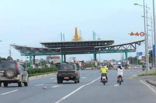 Trạm thu phí BOT Mỹ Lộc đặt ở đầu Quốc lộ 21B (hướng Nam Định) khiến nhiều người dân không đồng tình. Ảnh: PV
