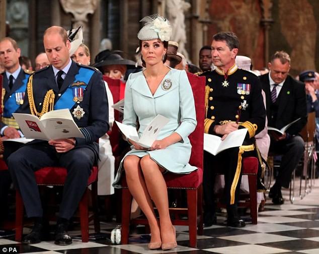 Vợ chồng William cùng đến tham dự buổi lễ kỷ niệm 100 năm ngày thành lập lực lượng Không quân hoàng gia Anh.