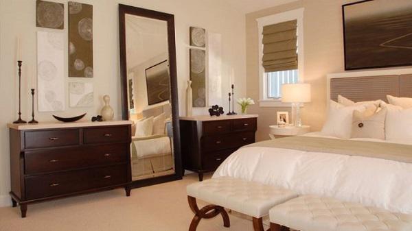 Tốt nhất bạn không nên đặt gương ở vị trí đối diện giường ngủ, đặc biệt trong những căn phòng có cửa sổ lớn.