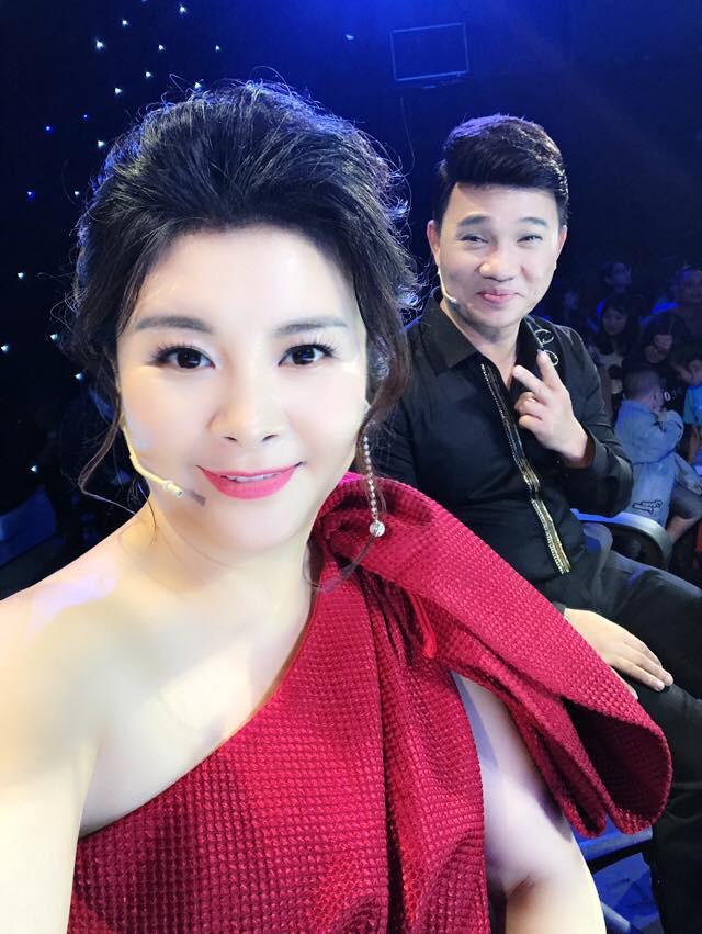 Những hình ảnh hậu trường vui nhộn của Kim Oanh và hai giám khảo nam.