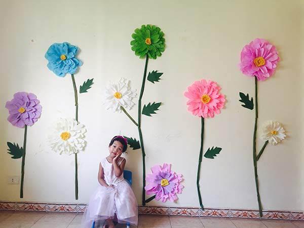 Bắp vui vẻ nói rằng mình chính là công chúa giữa vườn hoa.