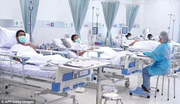 Họ được chăm sóc rất chu đáo tại bệnh viện.