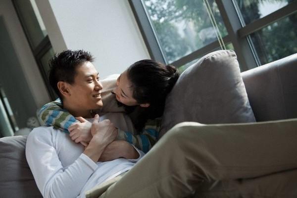 """""""Câu thần chú"""" khiến phụ nữ dễ mềm lòng mà đàn ông ngoại tình hay sử dụng nhất"""