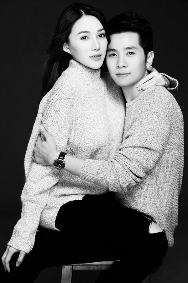 Lê Hà đang hạnh phúc trong tình yêu với thiếu gia Võ Trần Hiếu, sinh năm 1992. Cặp đôi hẹn hò được hơn một năm, tình cảm rất mặn nồng.
