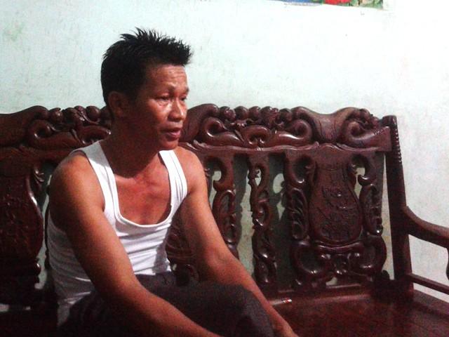 Ông Bùi Văn Giang buồn bã nghĩ về tương lai mịt mùng của các cháu ngoại.