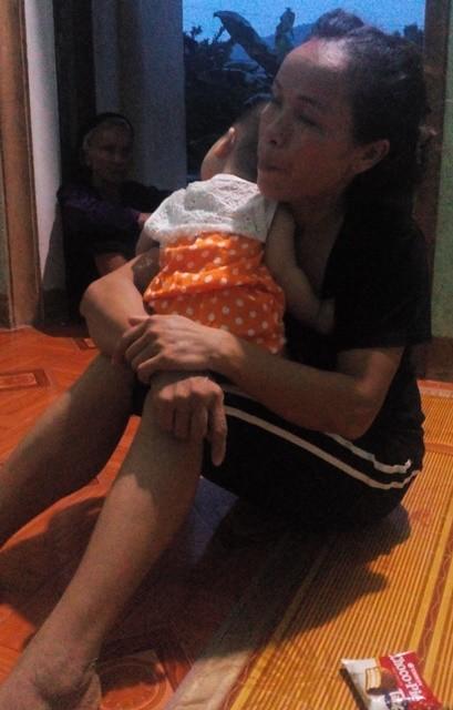 Cháu bé 7 tháng tuổi chưa cảm nhận được nỗi đau mất mẹ...