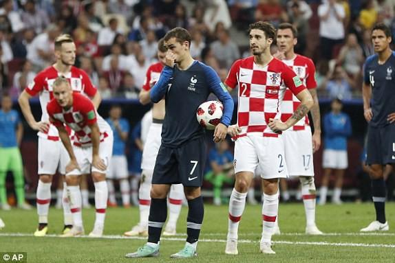 Phút 37 - Bàn thắng: Griezmann bước lên bình tĩnh đánh bại Subasic, đưa tỷ số lên 2-1 cho đội tuyển Pháp.