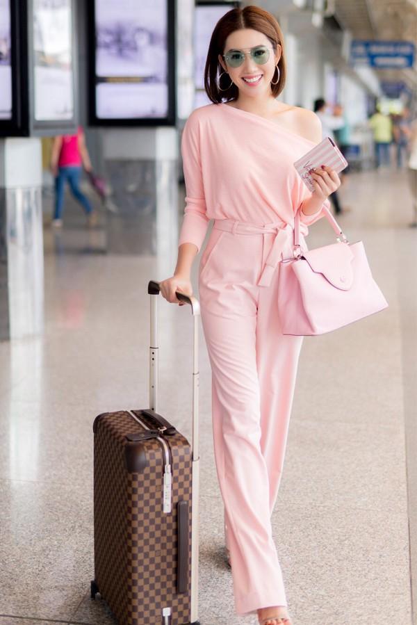 Xuất thân là người mẫu, nhiều năm hoạt động trong làng thời trang nên Thúy Ngân có gu thẩm mỹ tốt. Cô xây dựng phong cách thanh lịch, hiện đại.