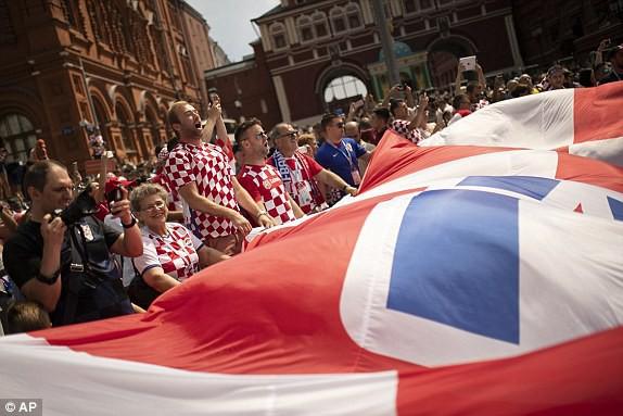 Bầu không khí sôi động của cổ động viên Croatia tại Quảng trường đỏ
