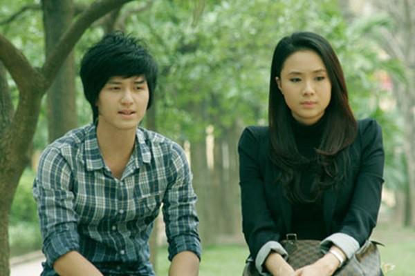 Huỳnh Anh được biết với vai diễn cậu học trò đem lòng yêu thầm cô giáo trong Cầu vồng tình yêu.