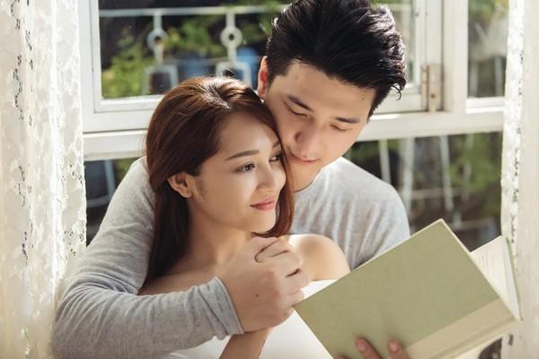 Nhờ vẻ ngoại đẹp trai như hotboy, Huỳnh Anh quen mặt với nhiều MV của các ca sĩ nổi tiếng.