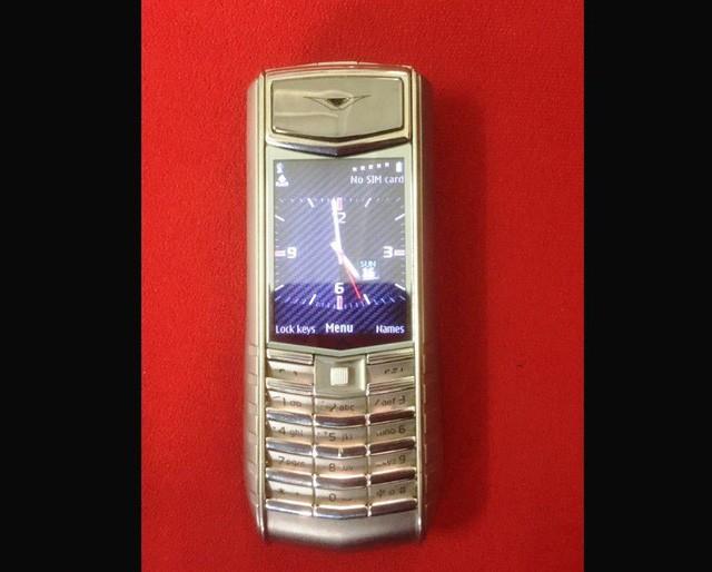 Chiếc điện thoại Vertu đang được cửa hàng cầm đồ tại TPHCM thanh lý với giá hơn 19 triệu đồng.