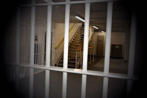 Chỉ 2 người trong số những kẻ lạm dụng cô bị bỏ tù.