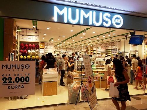 Mumuso luôn dùng chữ Korea quảng cáo sản phẩm.