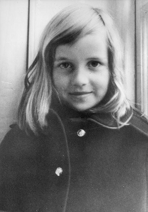 Bức ảnh hồi nhỏ của Công nương Diana quá cố được đem so sánh với công chúa Charlotte.