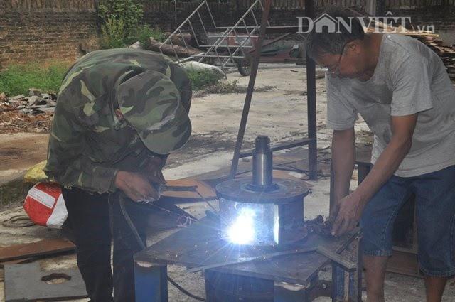 Mỗi chiếc máy ép viên nén được anh chị Hưng Phương bán với giá 115 triệu đồng (bao gồm đào tạo nhân công, gia công, sửa chữa máy...)