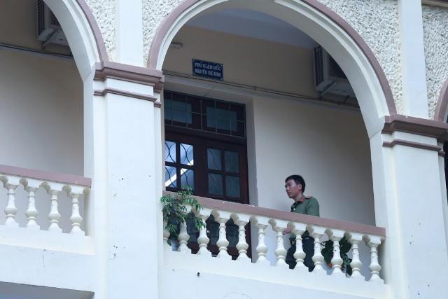 Lực lượng công an làm việc tại Sở GD-ĐT tỉnh Hà Giang.