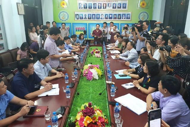 Toàn cảnh buổi họp báo công bố điểm thi cao bất thường ở Lạng Sơn. Ảnh: PV