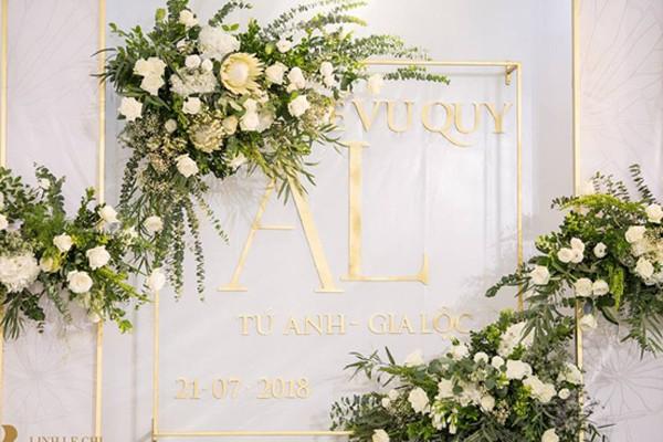 Tiệc cưới được trang trí tông màu trắng tại nhà Á hậu Tú Anh.