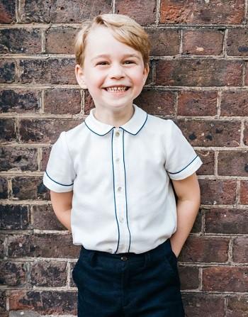 Ảnh chân dung sinh nhật 5 tuổi của Hoàng tử George. Ảnh: BBC.
