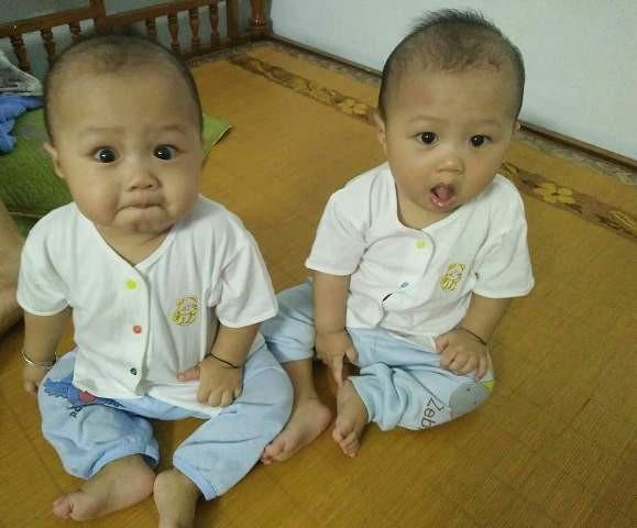 Hai bé Đinh Xuân Nghĩa và Đinh Hữu Phong đã tròn 7 tháng tuổi và rất ngoan.